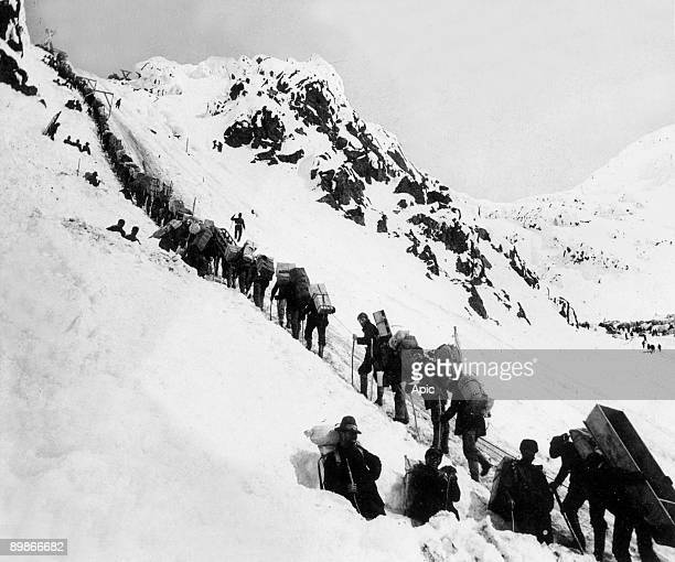 golddiggers here in Alaska climbing up the Chilkoot pass on the way to Klondyke where they are going to find gold 1898