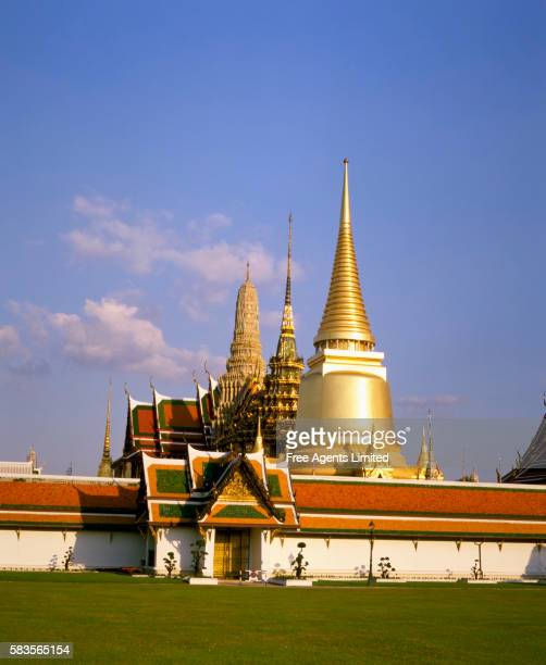 Golden Chedis of Wat Phra Kaeo