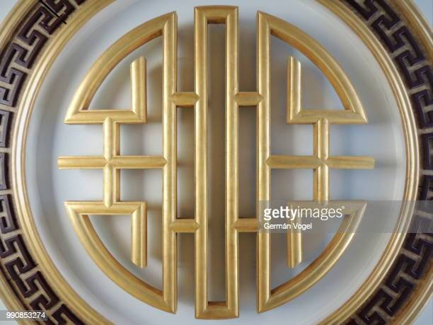 golden chinese knotting ceiling decoration at yuyuan market - shanghai, china - chinese knotting stock pictures, royalty-free photos & images