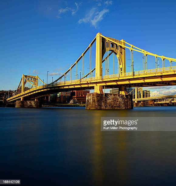 golden clemente bridge - pittsburgh stock pictures, royalty-free photos & images