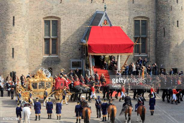 golden coach arriving on binnenhof during prinsjesdag in the hague - prinsjesdag stock photos and pictures