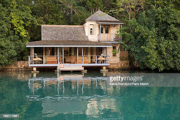 Golden Eye hotel formerly the house of Ian Fleming. Record producer and founder of Island Records Chris Blackwell takes a personal tour around...