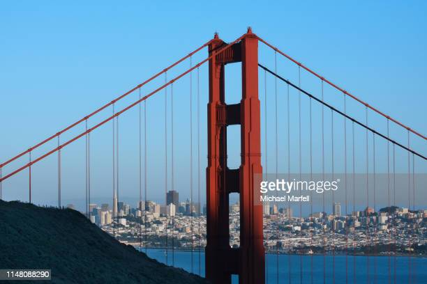 golden gate and san francisco - birthplace of silicon valley stockfoto's en -beelden