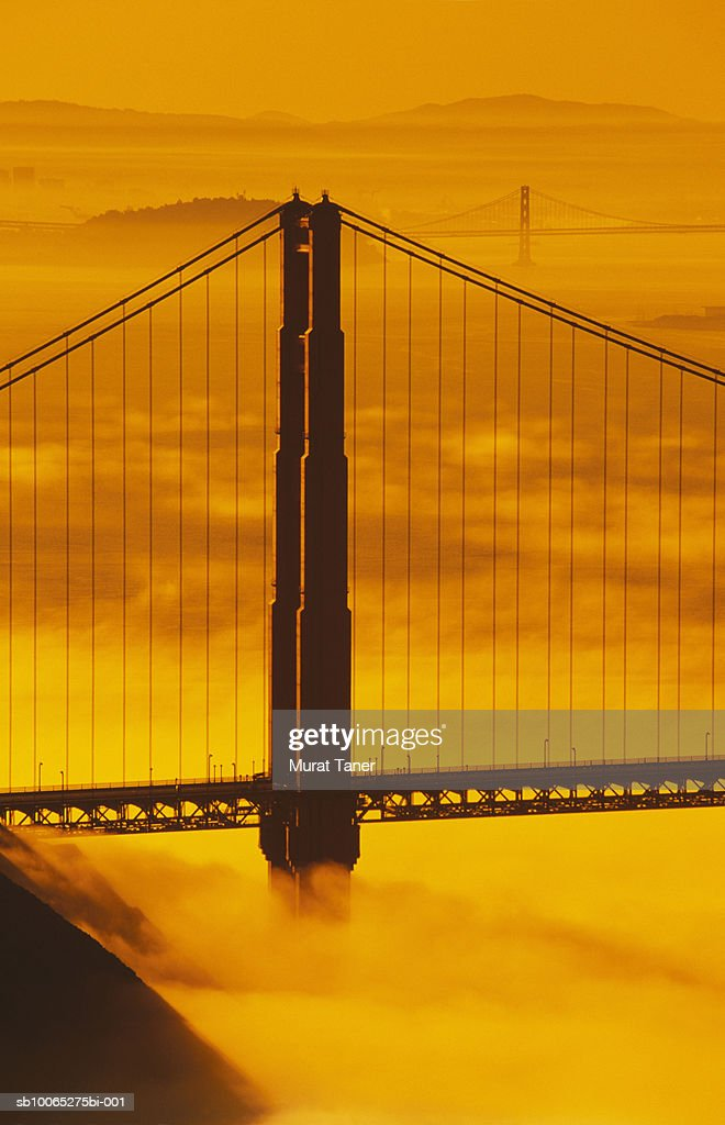 Golden Gate Bridge in fog : Foto stock