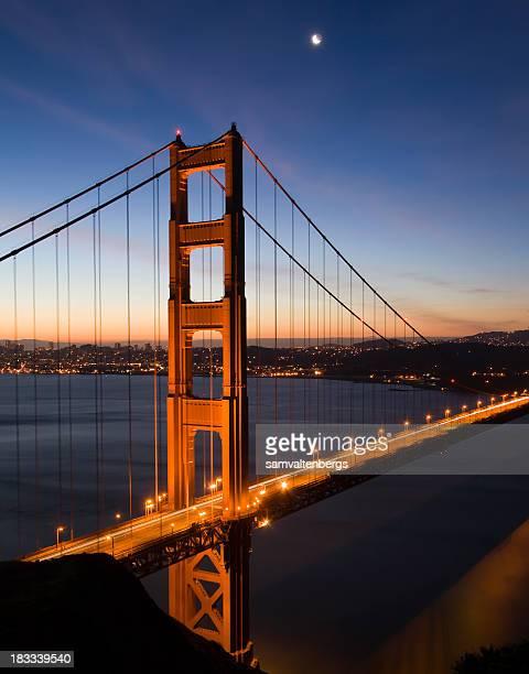 Golden Gate Bridge au lever du soleil