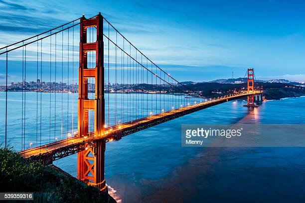 Lever de soleil sur le pont Golden Gate à San Francisco, Californie, États-Unis