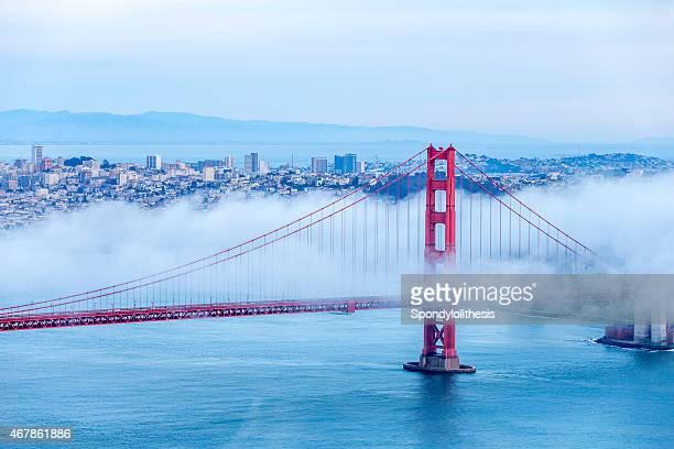 Golden Gate Bridge con niebla baja, San Francisco