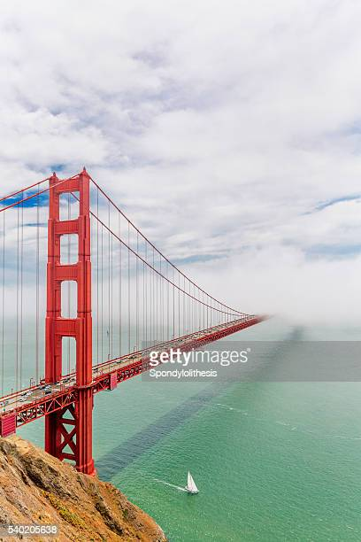 Golden Gate Bridge, avec de faibles brouillard, San Francisco