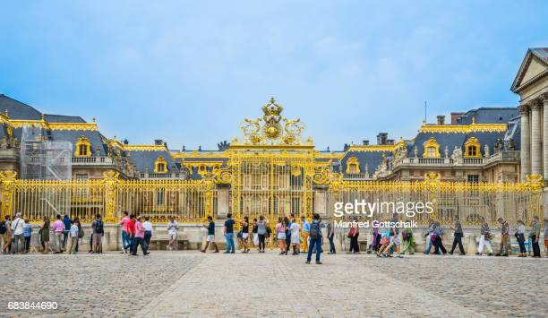 golden gate of honour versailles - versailles stock pictures, royalty-free photos & images