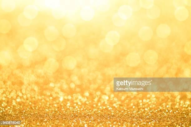 golden glitter bokeh texture background - brilhante luminosidade - fotografias e filmes do acervo
