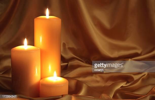 Golden Glow 2 mit drei goldene Kerzen und satin