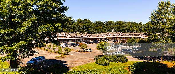 golden horseshow shopping mall in scarsdale, westchester, new york state - scarsdale stock photos and pictures