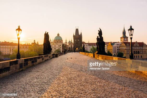 golden hour during sunrise at charles bridge in prague - prag stock-fotos und bilder