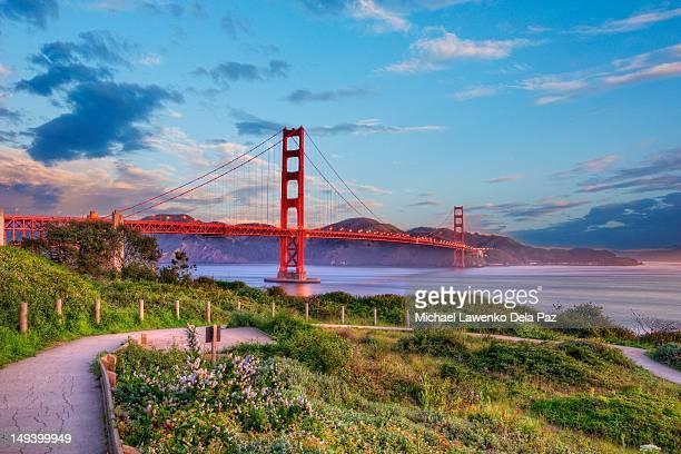 golden hour - ponte sospeso foto e immagini stock