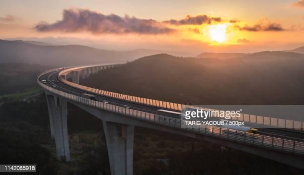 golden hour viaduct - koper - fotografias e filmes do acervo