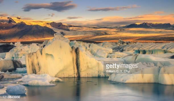 golden ice - 氷河湖 ストックフォトと画像