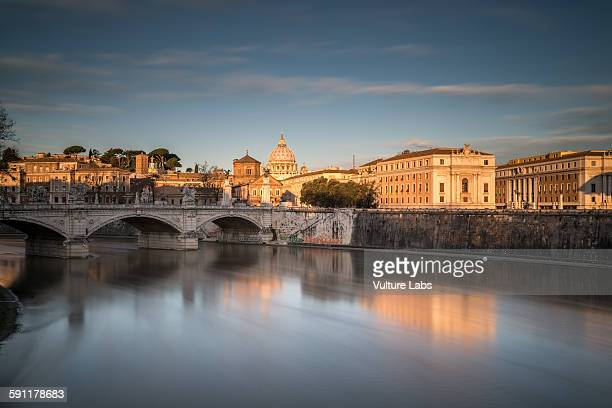 golden light rome - st. peter's square stock pictures, royalty-free photos & images