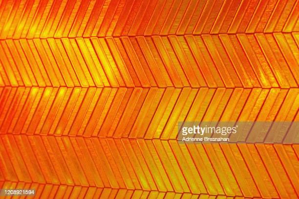 golden metallic chevron pattern - リフレクター ストックフォトと画像