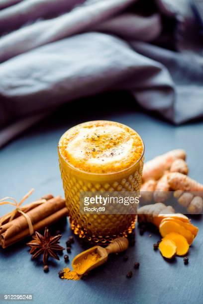 Goldene Milch, Kurkuma Latte, goldene Latte
