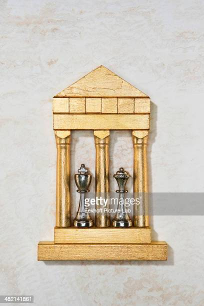 Golden model of king and queen chess pieces