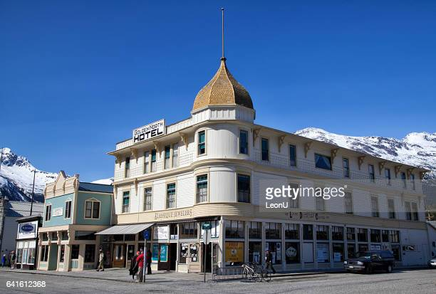hôtel north or à skagway, en alaska - istock photos et images de collection