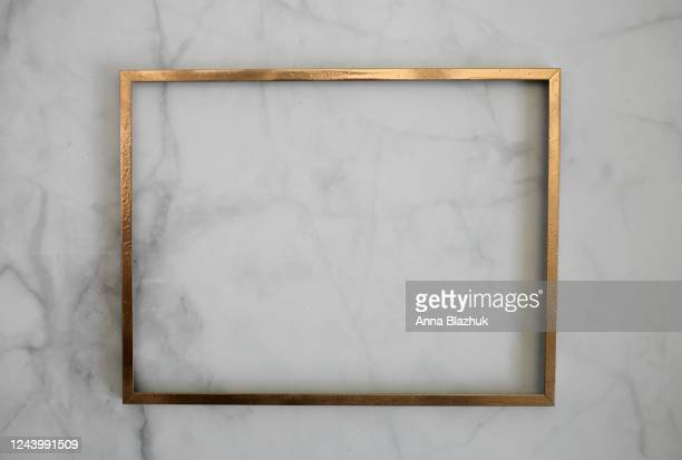 golden picture frame over white marble background, mockup, copy space for text - marmo bianco foto e immagini stock