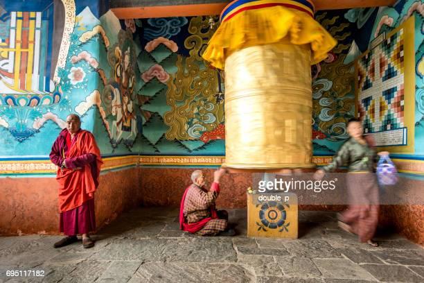 Goldene Gebetsmühle in Bhutan