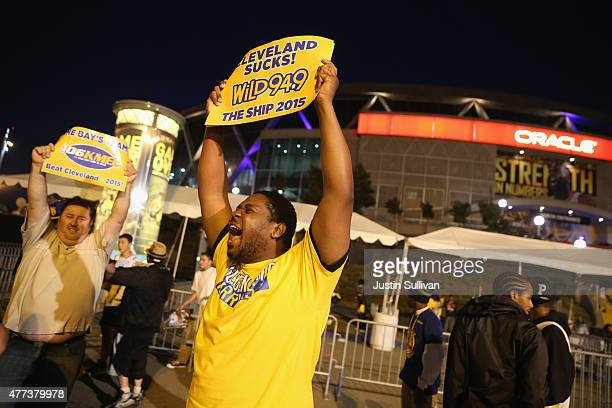 Golden State Warriors fans celebrate their team's 2015 NBA Finals win in front of Oracle Arena on June 16, 2015 in Oakland, California. This is the...