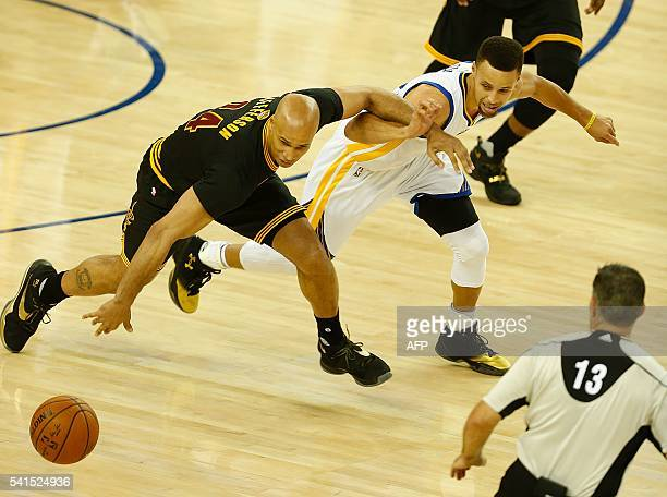 Golden State Warriors guard Stephen Curry and Cleveland Cavaliers forward Richard Jefferson rush for a loose ball during the first quarter in Game 7...