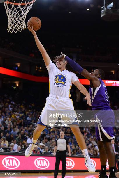 Golden State Warriors' Klay Thompson goes up for a lay up as Sacramento Kings' Patrick Patterson blocks his view in the first quarter of their game...