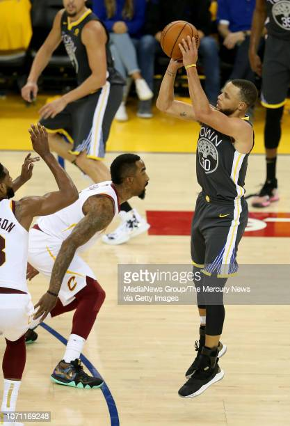 Golden State Warriors' Stephen Curry shoots against the Cleveland Cavaliers during the third quarter of Game 2 of the NBA Finals at Oracle Arena in...