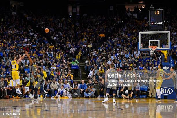 Golden State Warriors' Stephen Curry shoots and makes a threepoint basket with one second left during the third quarter of their NBA game at Oracle...