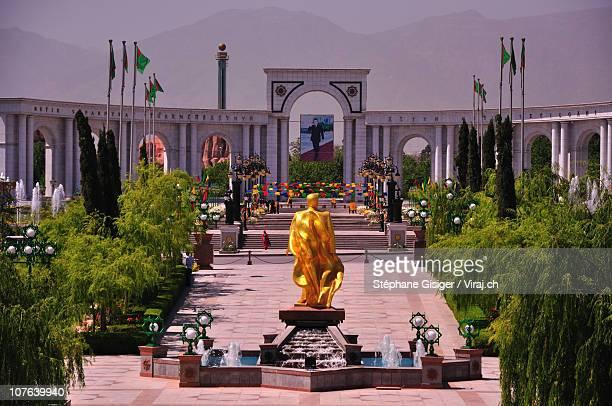 a golden statue in ashgabat - トルクメニスタン ストックフォトと画像