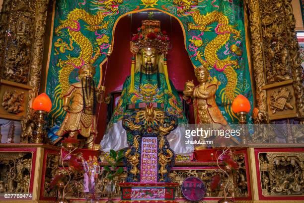 golden statue - shaifulzamri stock-fotos und bilder