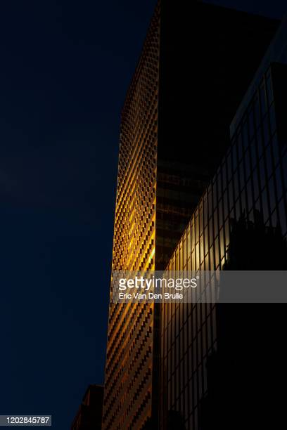 golden sun light on office building - eric van den brulle imagens e fotografias de stock