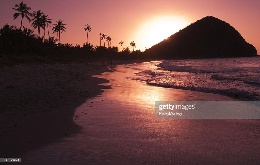 ゴールドサンセットカリブ海のビーチ : ストックフォト