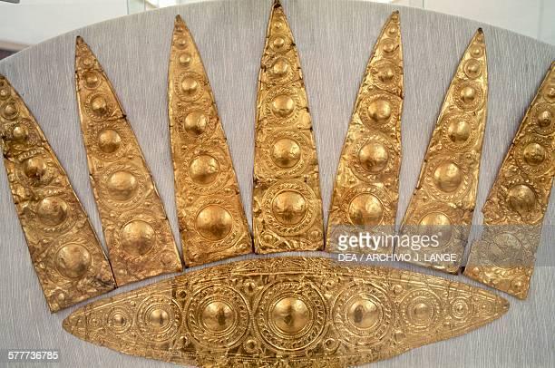 Golden tiara from Tomb III in Mycenae Greece Mycenaean civilisation second half of the 16th century BC Athens Ethnikó Arheologikó Moussío