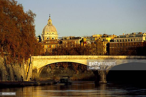 golden tiber sunset, rome, italy - xuan che stock pictures, royalty-free photos & images