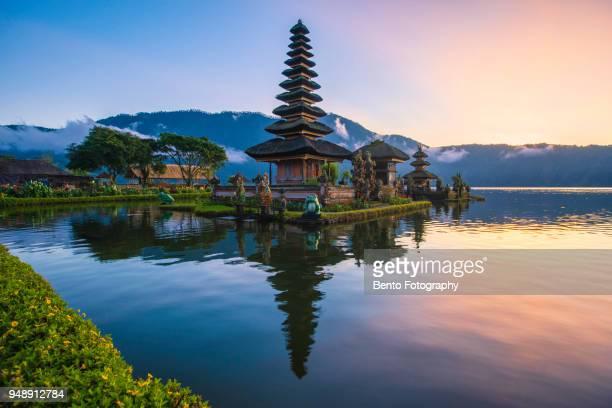 golden time at ulun danu, bali, indonesia - lake bratan area stock pictures, royalty-free photos & images