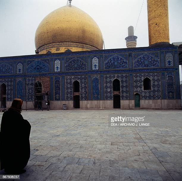 Goldendomed alAskari mosque before the attacks in 2006 and 2007 Samarra Iraq 10th12th century