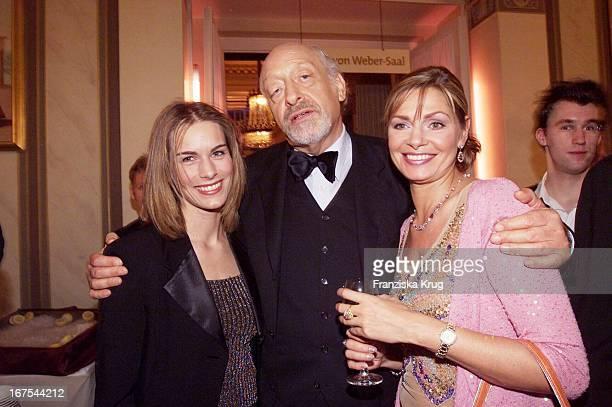 Es Wird Gefeiert Nach Der Verleihung Mit Entertainer Karl Dall Mit Ehefrau Barbara Tochter Janine