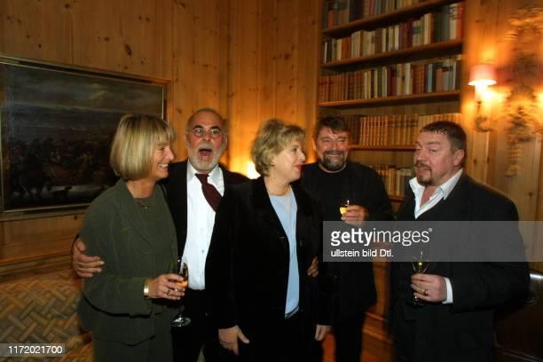 Goldene Kamera 2002 Vorempfang im Axel Springer Verlag Haus - Hoerzu Anne Dohrenkamp, Udo Walz, Marie Luise Marjan, Juergen von der Lippe und Armin...