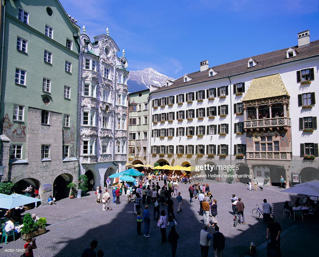 Goldenes Dachl (Golden Roof) in town centre, Innsbruck, Tirol (Tyrol), Austria, Europe : Foto de stock