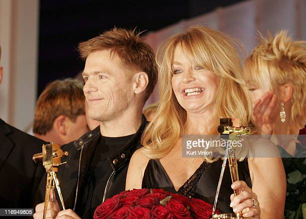 Goldie Hawn and Bryan Adams with their awards for their contributions to entertainment