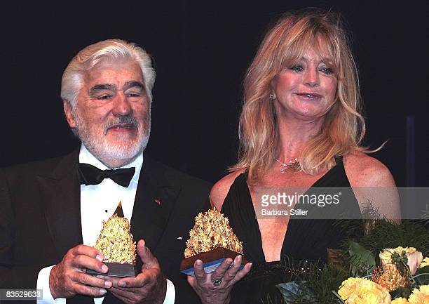 Goldie Hawn and Mario Adorf with their prizes at the UNESCO Benefit Gala for Children 2008 at Hotel Maritim on November 1 2008 in Cologne Germany