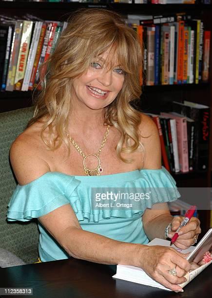 "Goldie Hawn during Goldie Hawn Signs Her Book ""A Lotus Grows in the Mud"" at Barnes & Noble in Los Angeles - May 11, 2005 at Barnes & Noble in Los..."