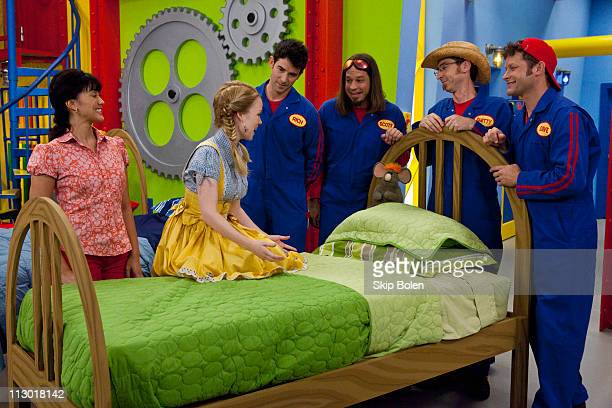 MOVERS Goldilocks and the Four Movers The Movers help Goldilocks learn good manners and mend her broken relationship with the three bears This...