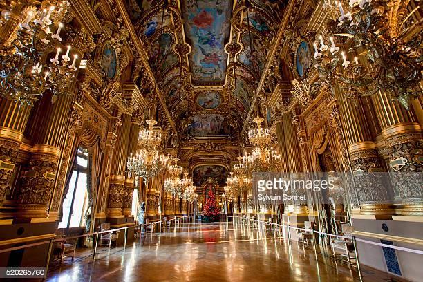 gold-leafed foyer of the paris opera - opernhaus palais garnier stock-fotos und bilder