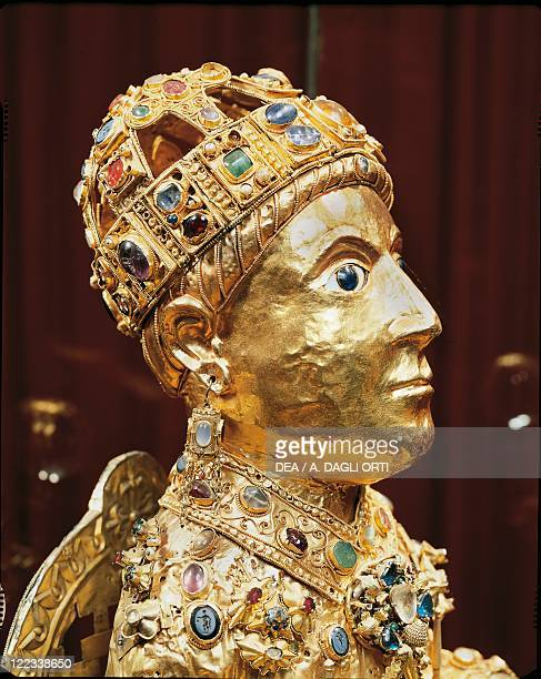 Goldsmith's art 10th century Majesty of Sainte Foy statue reliquary in gold and precious stones Detail