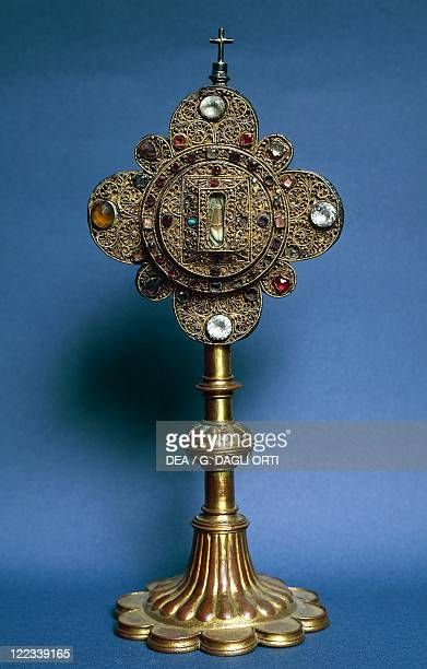 Goldsmith's art 16th century Gilded wood and precious stones reliquary with tooth of Saint Malo bishop of Alet